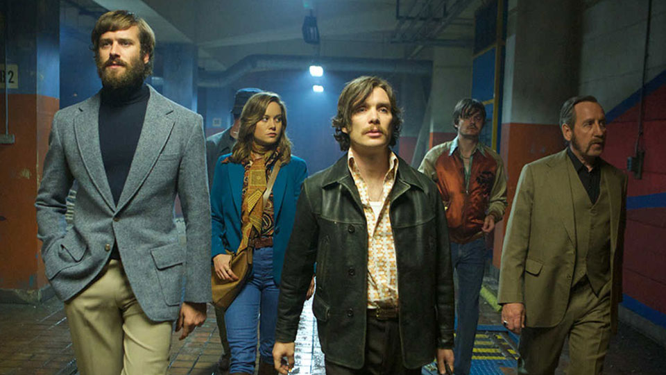 01 FREE FIRE  mit  Armie Hammer, Brie Larson, Lillian Murphy, Sam Riley und Michael Smiley.
